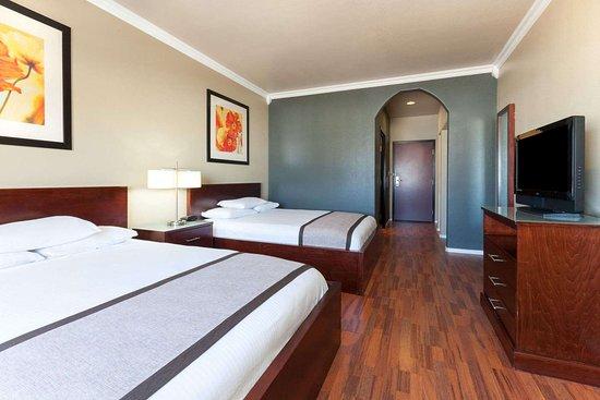 Groesbeck, TX: 2 Queen Bed Room