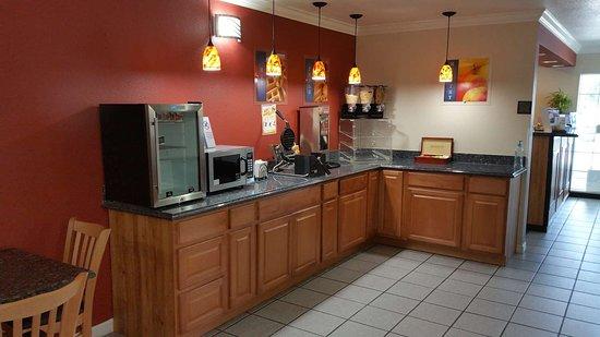 Dinuba, Kalifornien: Breakfast Area