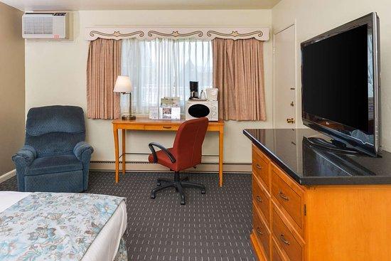 Svendsgaard's Danish Lodge - Americas Best Value Inn: Deluxe Room Amenities