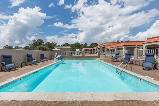 Days Inn by Wyndham Pearl/Jackson Airport: Pool