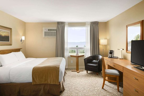 Days Inn by Wyndham Riviere-du-Loup: Guest room