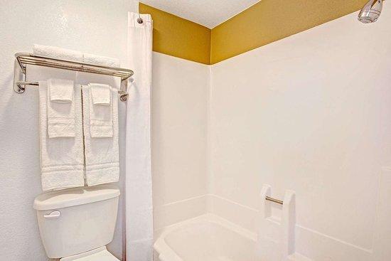 Eloy, AZ: Bathroom