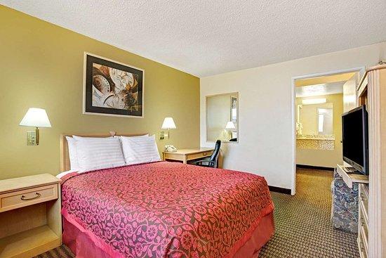 Eloy, AZ: 1 Queen Bed Room
