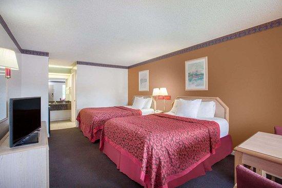 Days Inn by Wyndham Decatur Priceville I-65 Exit 334: Guest room