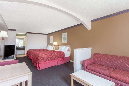 Days Inn by Wyndham Decatur Priceville I-65 Exit 334: Suite