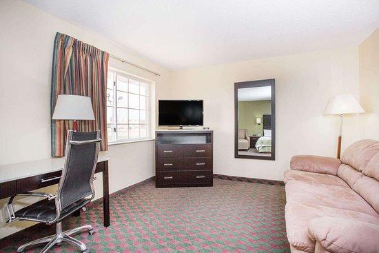 Days Inn by Wyndham Lexington NE: Guest room