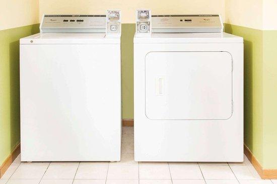 Days Inn by Wyndham Lexington NE: Laundry