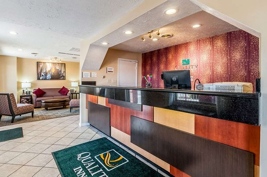 Quality Inn: Front desk