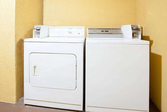 Covington, جورجيا: Guest Laundry