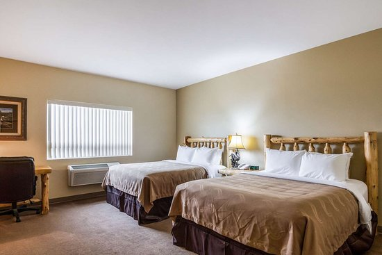 Quality Inn Selah North Park: Spacious room with queen beds