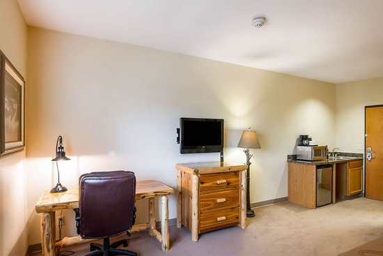 Quality Inn Selah North Park: Well-equipped guest room