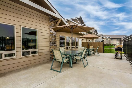 Quality Inn Selah North Park: Relax on the patio