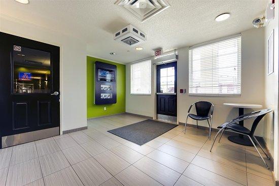 Studio 6 Toronto - Mississauga: Lobby