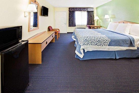 Days Inn by Wyndham Baytown TX: 1 King Bed Room