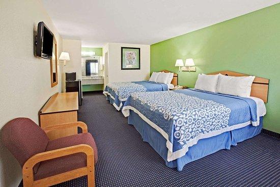 Days Inn by Wyndham Baytown TX: 2 Queen Bed Room