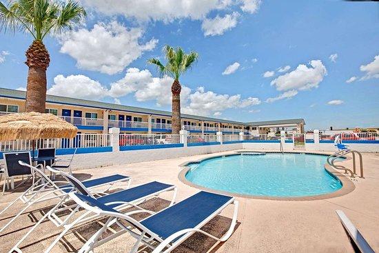 Days Inn by Wyndham Baytown TX: Pool
