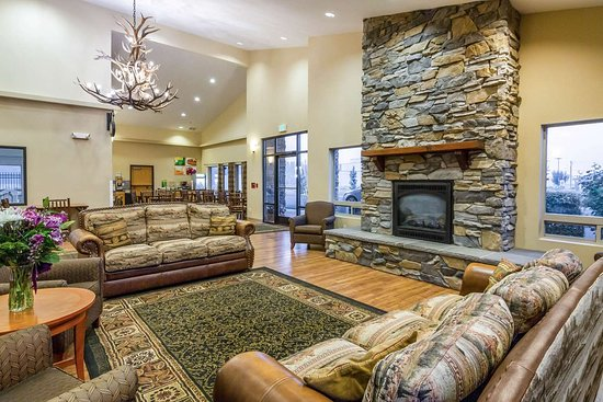 Selah, WA: Spacious lobby with sitting area