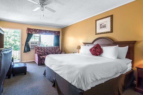 Econolodge Inn & Suites: Econo Lodge in Tilton, NH