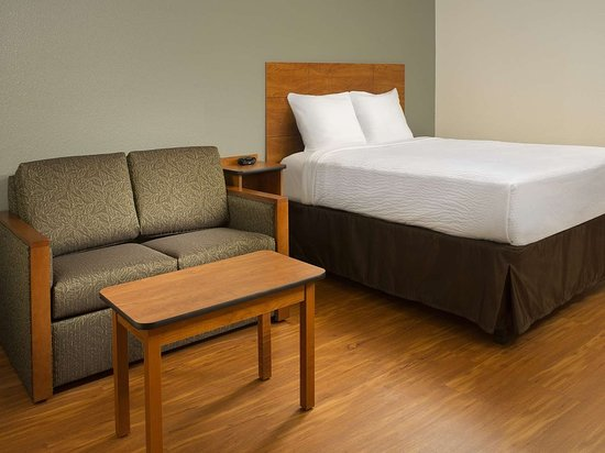 WoodSpring Suites Wilkes-Barre: WoodSpring Suites Delux Suite GENERIC x