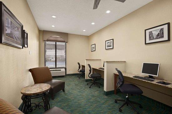 Days Inn by Wyndham Baltimore Inner Harbor: Business Center