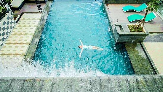 Golden Tulip Essential Tangerang: Pool view