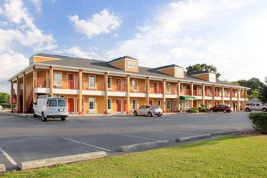 Albertville, AL: Hotel exterior