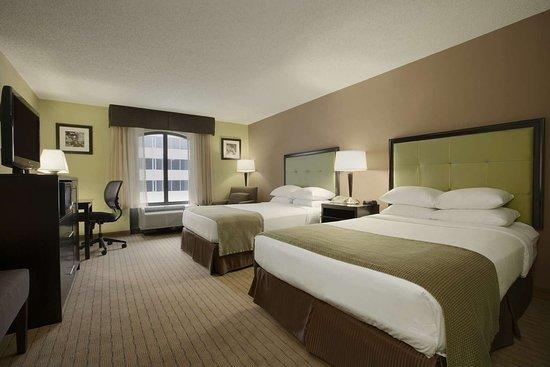Days Inn by Wyndham Baltimore Inner Harbor: Guest room