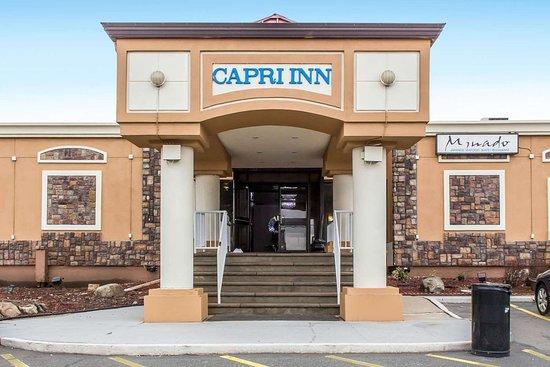 Rodeway Inn Capri: Hotel exterior