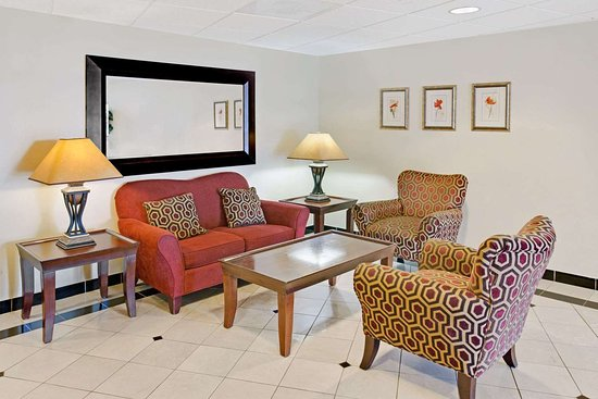 Days Inn & Suites by Wyndham Laurel Near Fort Meade: Lobby