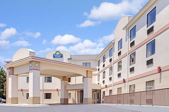 Days Inn & Suites by Wyndham Laurel Near Fort Meade