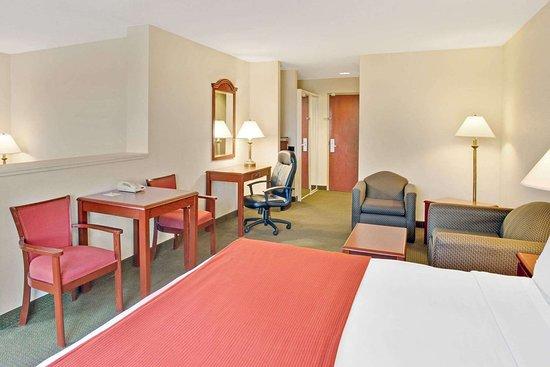 Days Inn & Suites by Wyndham Laurel Near Fort Meade: King Bed Room