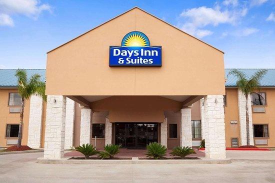 Days Inn & Suites by Wyndham Conroe