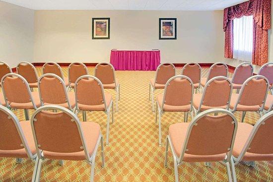 Days Inn & Suites by Wyndham Laurel Near Fort Meade: Board Room