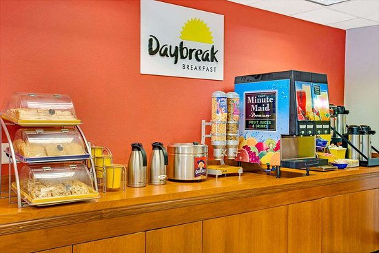 Days Inn & Suites by Wyndham Laurel Near Fort Meade: Breakfast Area