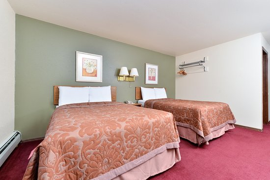 Americas Best Value Inn: Two Double Bed