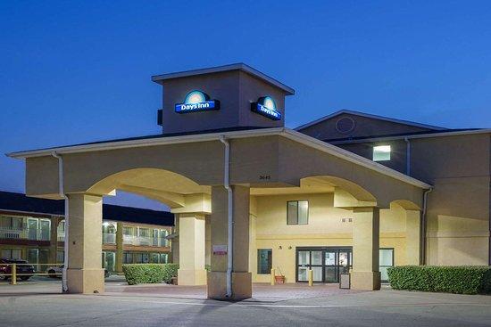 Days Inn by Wyndham Dallas Garland West