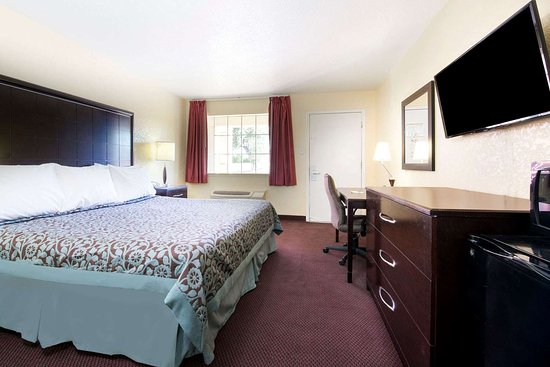 Days Inn by Wyndham Eastland: 1 King Bed Room