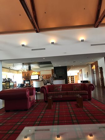 Fairmont Resort & Spa Blue Mountains - MGallery by Sofitel: Waiting area in lobby