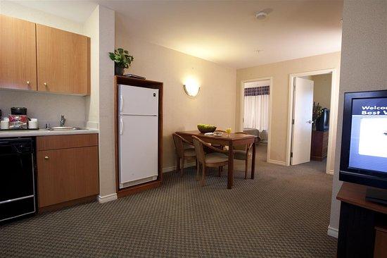 Best Western Plus Seattle/Federal Way: Two Bedroom Suite