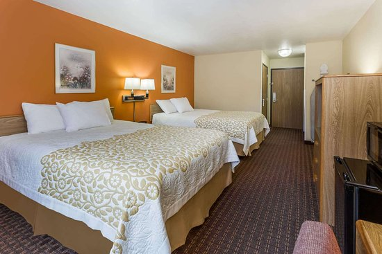 Days Inn by Wyndham Stoughton WI: Guest room