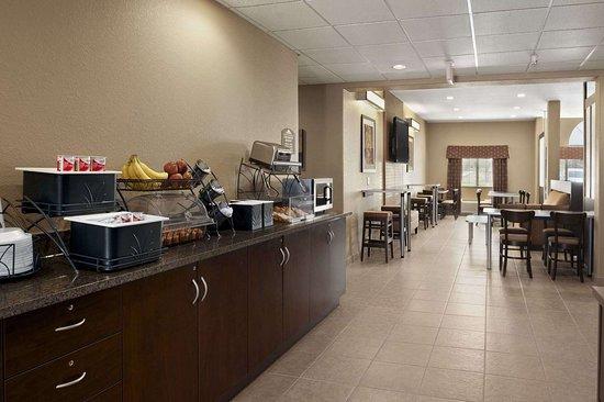 Microtel Inn & Suites by Wyndham Gonzales: Breakfast Area