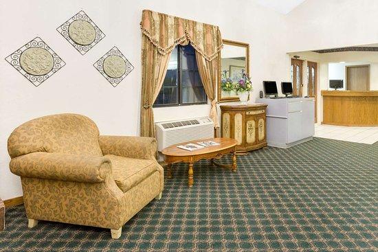 Days Inn by Wyndham Concordia: Lobby