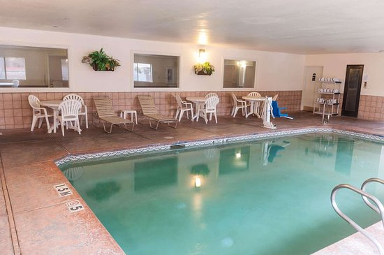 Quality Suites Albuquerque - Gibson Blvd: Indoor heated pool