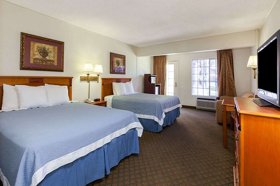 Days Inn by Wyndham Bakersfield: 2 Queen Bed Room