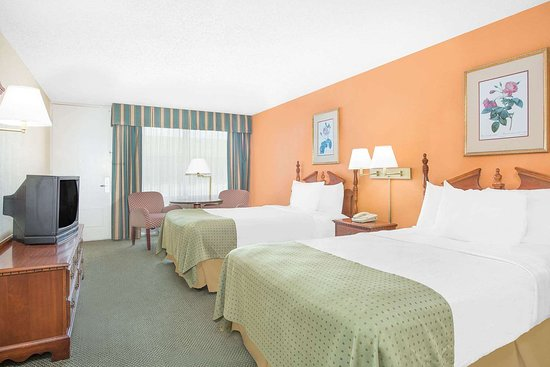 Days Inn by Wyndham Perry Near Fairgrounds: Guest room