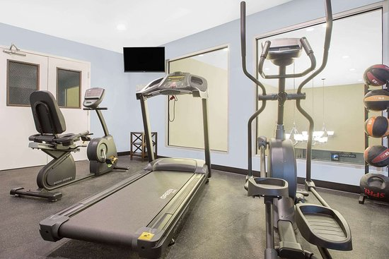 Days Inn by Wyndham Perry Near Fairgrounds: Health club
