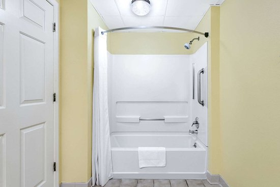 Biscoe, NC: Guest room bath