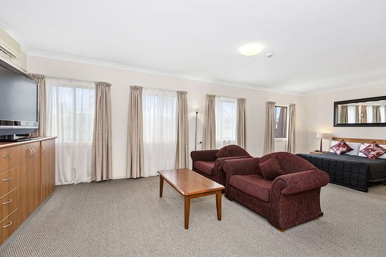 Comfort Inn Centrepoint: Well-equipped guest room