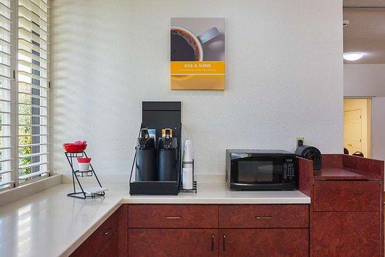 موتل 6 نيونان جورجيا: lobby coffee