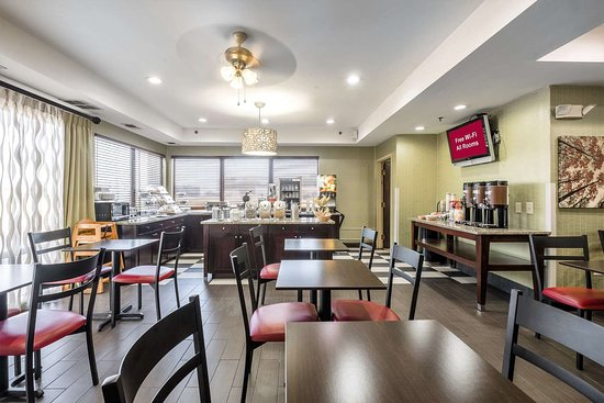 Red Roof Inn Ames: Breakfast Area